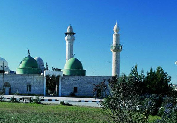 Tombs of prophet's companions in Southern Mazar attract visitors