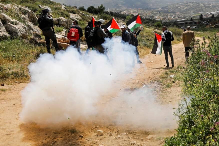 إصابات في مواجهات مع الاحتلال في بيت دجن