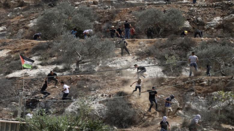 إصابة عشرات الفلسطينيين خلال مواجهات مع قوات الاحتلال في نابلس